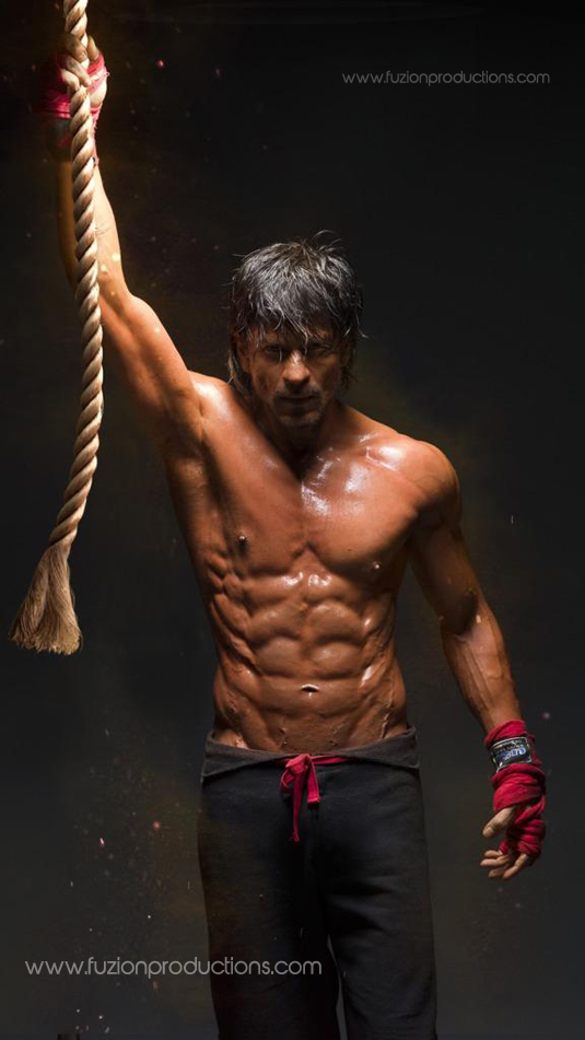 Shahrukh Khan Flaunts His Abs ; Takes Inspiration From Son Aryan ...
