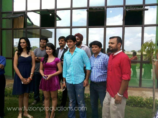 Hiten Tejwani and cast and crew of Thoda Lutf Thoda Ishq