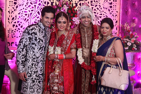 Mohit Malhotra, Amruta Khanvilkar With Husband Himmanshoo Ashok Malhotra And Mom Anju Malhotra