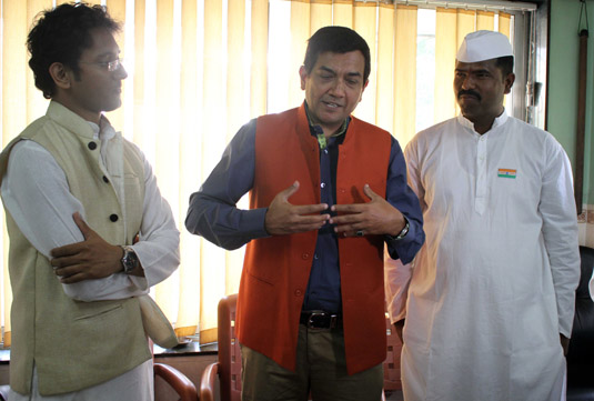 Sanjeev Kapoor interacts with Dabbawalas while promoting Master Chef India on Star Plus (Image Courtesy : Biplov Bhuyan - Indus Images)