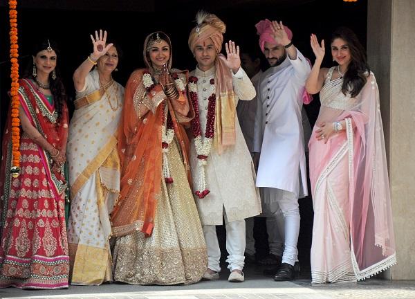Saba Ali Khan, Sharmila Tagore, Soha Ali Khan, Kunal Khemu, Saif Ali Khan And Kareena Kapoor