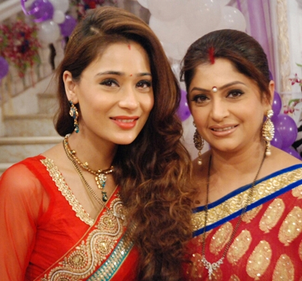 Sara Khan and Janvi Vora
