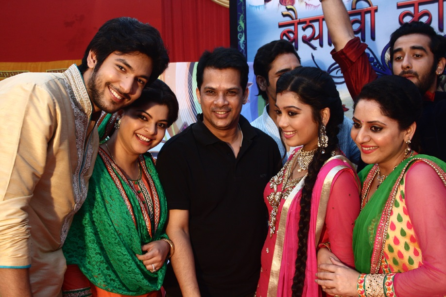 Veera : 700 Episodes Celebration On The Sets Of The Show - In Pics