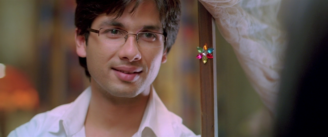 Shahid Kapoor : The Five Best Characters Played By The ...Jab We Met Shahid Kapoor Sleeping