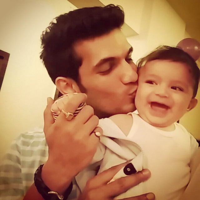Here is how daddy arjun bijlani bonds with his son ayaan for Ayaan indian cuisine