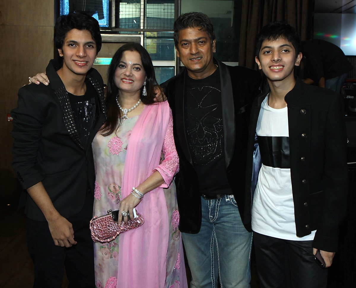 Aadesh Shrivastava, Vijayta and sons Avitesh and Anivesh
