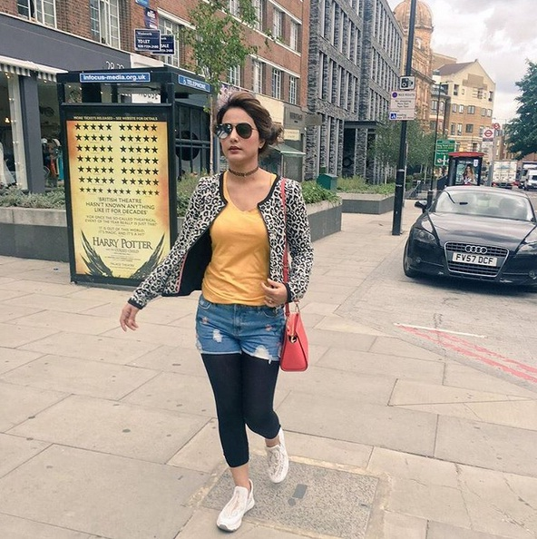 Top 10 Stunning Pictures Of Hina Khan At London And Scotland In