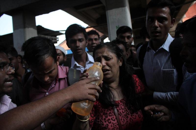 Woman Trapped Under The Wheels Of Mumbai Local Train (Image Courtesy - Anushree Fadnavis - Indus Images)