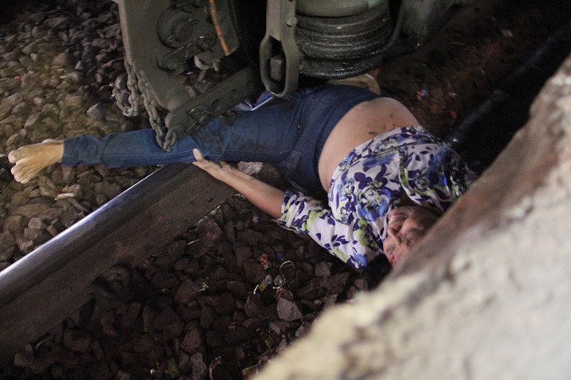 Woman Trapped Under The Wheels Of Mumbai Local Train (Image Courtesy - Anushree Fadnavis - Indus Images)