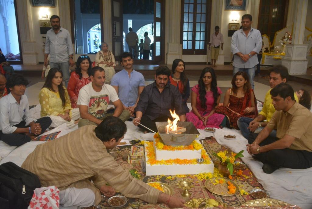 Rajan Shahi With The Team Of Yeh Rsihta Kya Kehlata Hai