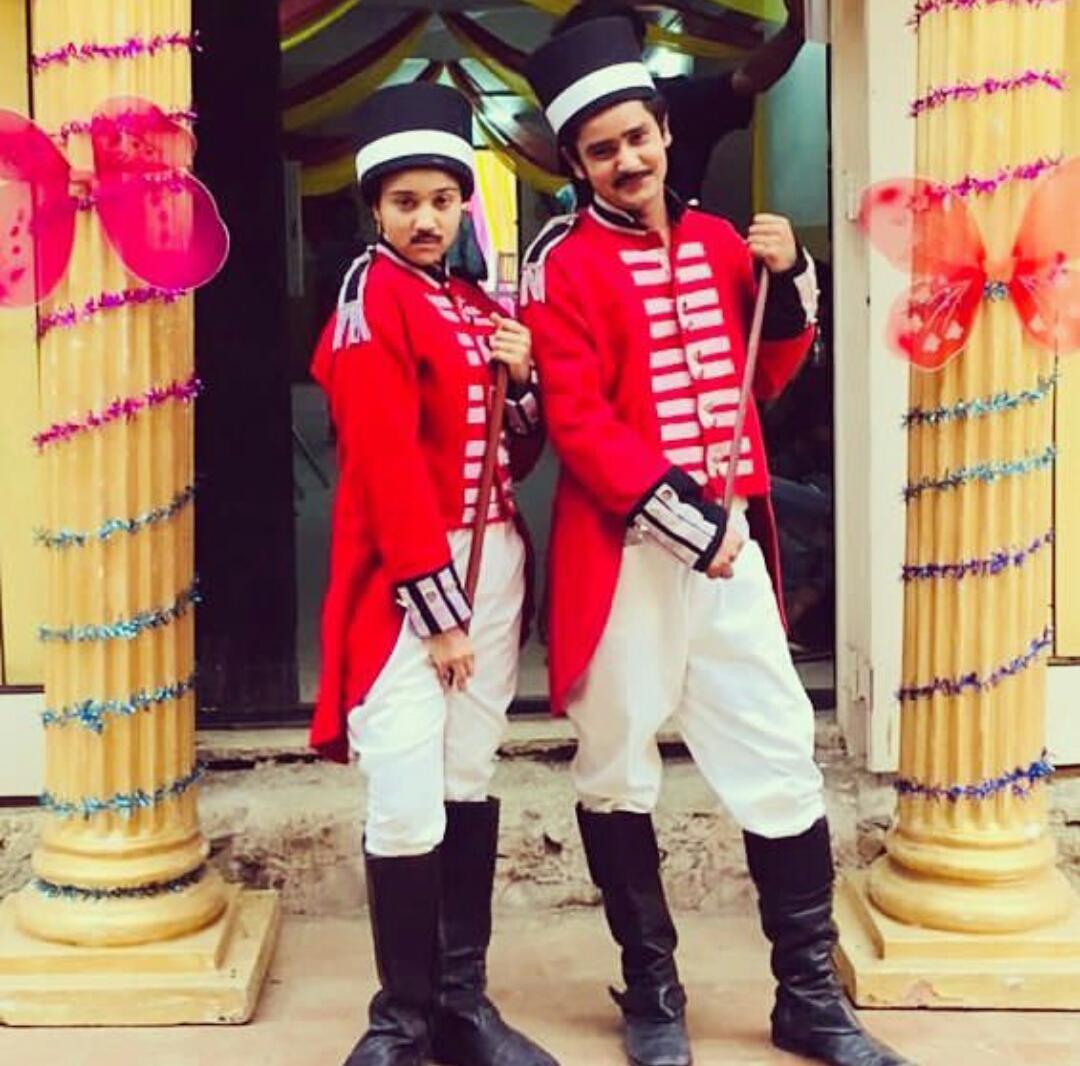 Ashi Singh And Sanjay Choudhary As Sipahis