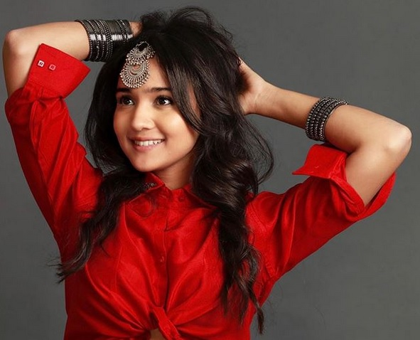 FASHION DIVA ALERT : Ashi Singh Creating The WOW PALAT Worthy Style
