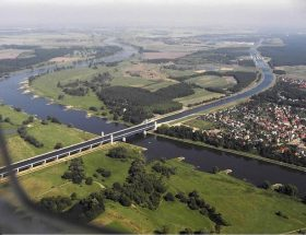 यहां नदी के ऊपर बहती है नदी