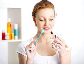 टूथब्रश के इस्तेमाल से पाएं ग्लोइंग स्किन