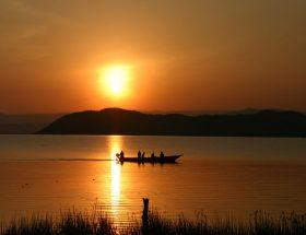 केन्या की विश्वप्रसिद्ध नायवाशा झील