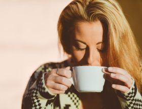 एक दिन में कितने कप कॉफी पीती हैं आप?