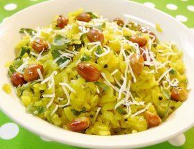 नाश्ते में बनाएं स्वादिष्ट इंदौरी पोहा