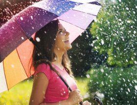 रिमझिम बारिश में दमके रूप
