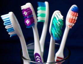 अपने पूराने टूथब्रश को ऐसे करें रियूज