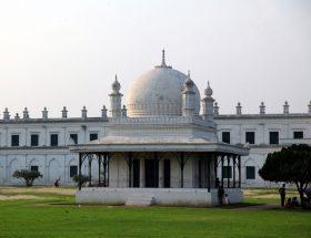 भारत के इस महल में हैं 1000 दरवाजें