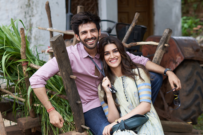 Kartik-Aaryan-and-Kriti-Sanon-21