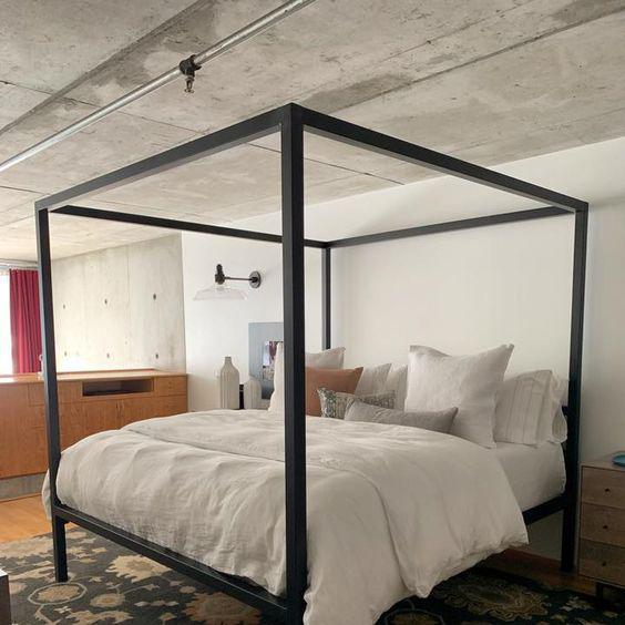Luxirious Canopy Bed