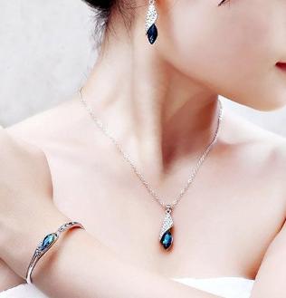Shining-Diva-Italian-Designer-Jewellery-Set-for-women-Valentine-Jewellery-At-Rs.465-Worth-Rs.3,999-Amazon