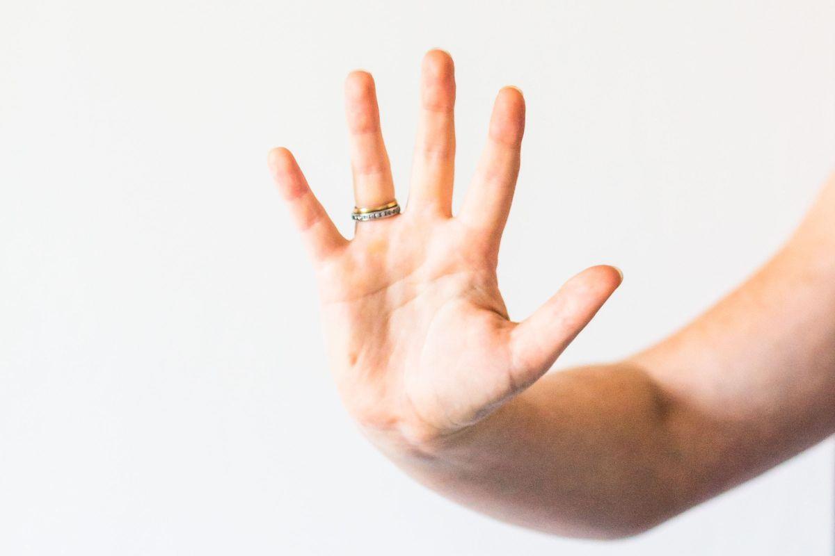 पुरुषों के झड़ते बालों को रोकने के 5 बेसिक उपाय
