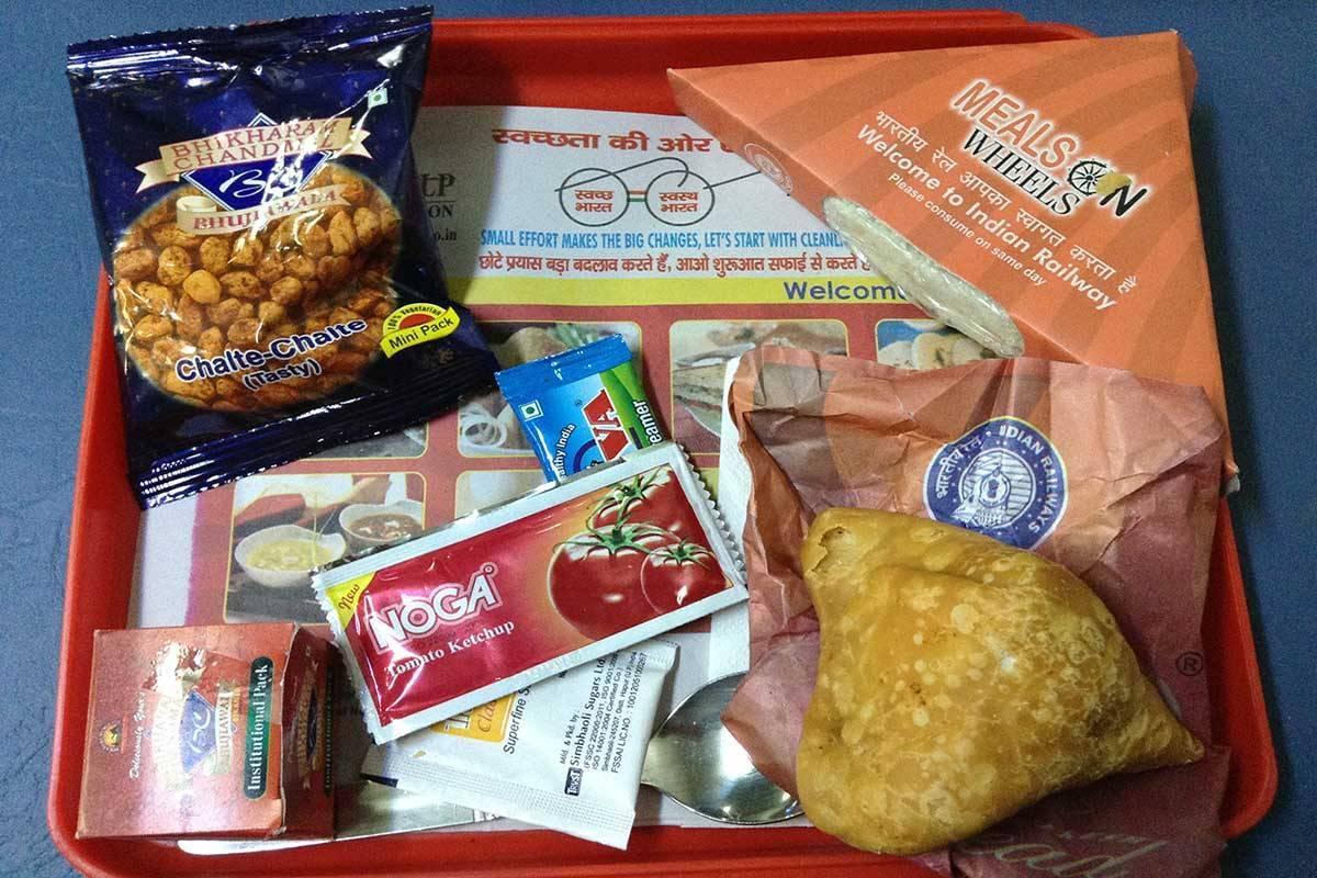 Food_in_Indian_Railway_NDLS_Premium_special1