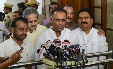 Karnataka Congress Moves Supreme Court Over 'Rebel Lawmakers' Issue