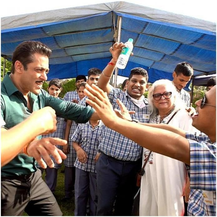 Salman And Sonakshi Spend Time With Special Kids On Dabangg 3 Sets