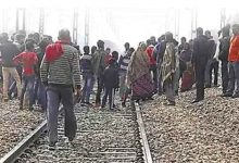 Photo of Woman Commits Suicide With 2 Children On Rail Tracks