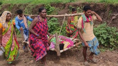 Photo of Pregnant Woman Carried On Cot Delivers Midway In Nabarangpur