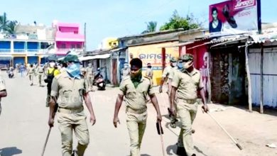 Photo of Puri Police Resort To Mild Lathicharge In Pentakota Over Violation Of COVID-19 Norms