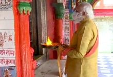 Photo of Modi Offers Prayers At 10th Century Hanuman Garhi Temple