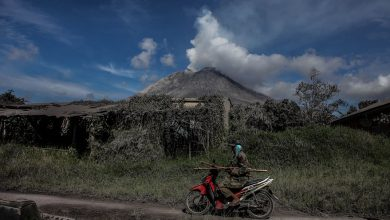 Photo of Indonesia's Sinabung Volcano Erupts, Flight Alert Issued