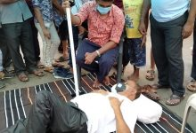 Photo of Sena Leader Lies Down On Road To Protest Covid Restrictions