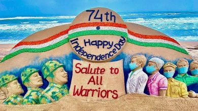 Photo of Sudarshan Pattnaik Pays Sandy Tribute To All Covid Warriors On 74th Independence Day