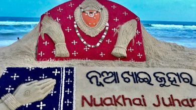 Photo of Nuakhai Juhar: Sudarsan Pattnaik's Sandy Prayer To Maa Samaleshwari