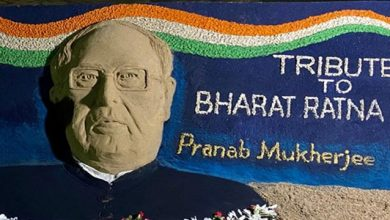 Photo of Sudarsan Pattnaik Pays Sandy Tribute To Pranab Mukherjee