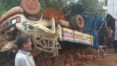 Photo of 4 Critical As Truck Rams Into Shops In Bhubaneswar