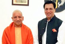 Photo of Madhur Bhandarkar Meets Yogi, Lauds Film City Plan