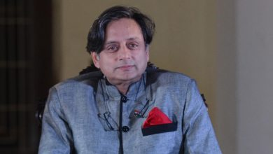Photo of Tharoor Slams Centre's Covid Management Strategy