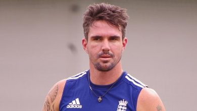 Photo of Cricketing Legend Kevin Pietersen Bats For Rhino Conservation