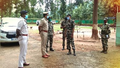 Photo of DIG (SWR) Reviews Anti-Maoist Ops With CRPF Men