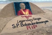 Photo of Sudarsan Pattnaik Pays Tribute To SP Balasubrahmanyam With A Sand Art On Puri Beach