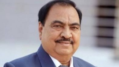 Photo of Khadse Takes Chopper To Mumbai, Hints At Dropping A 'Bomb' On BJP