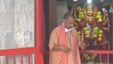 Photo of Yogi Performs 'Kanya Pujan' In Gorakhnath Temple
