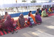 Photo of Jharsuguda Villagers Stage Dharna Before Vedanta Gate, Allege Pollution, Demand Jobs