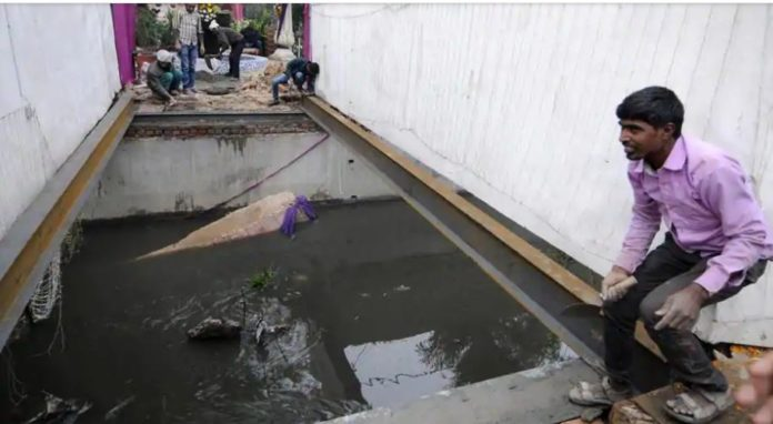 Noida : Dancing Baraat and Groom falls into drain after Bridge collapses